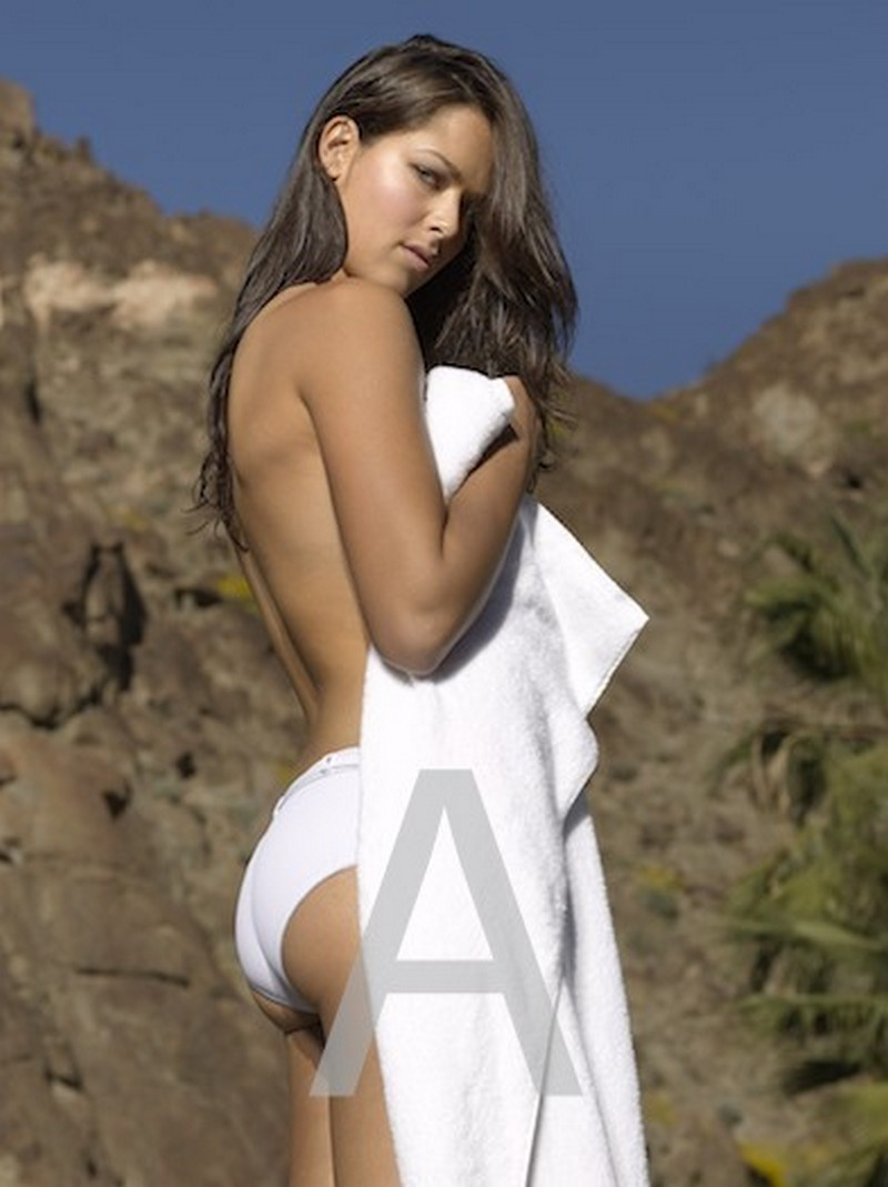 Ana Ivanovic topless fotoshoot